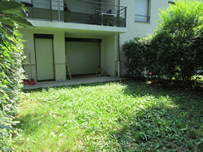 Centre d'Ecully  grand T1 en rez de jardin + Box